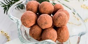 Enjoy this Keto Cinnamon Bun Fat Bomb Recipe. Use Candy Molds, Mini Muffin cups or mold into small, bite-size balls.