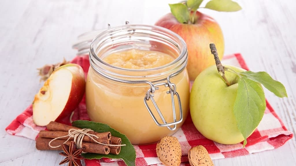 One of the key ingredients in keto-friendly cookies is applesauce. It's important to know that your favorite recipe may not be low carb because it calls for too much sugar or fruit, like apple sauce. Unfortunately, this means that many of our recipes can't be made into keto-friendly snacks either. Apples are naturally high in carbohydrates and sugar. The keto diet does not support either of those ingredients. An apple has around 20 net carbs. Applesauce is a great substitute for sugar in your favorite recipes, and it's one of the main ingredients in keto-friendly cookies. It has no net carbs! If you are following a keto diet, you are probably eating at less than a total of 50 carbs and a total of net 20 carbs, for the entire day. This makes applesauce an official no-go.
